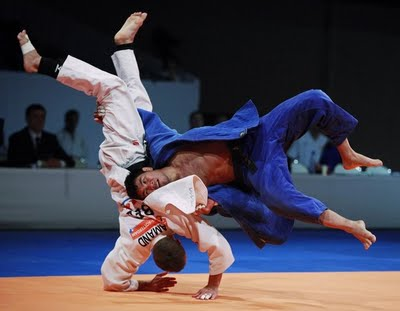 Hashbaatar_of_Mongolia__Belgium_L_on_the_mat_in_the_under_66_kg_mens_preliminaries_during_the_World_Judo_Championships_in_Rotterdam (1)